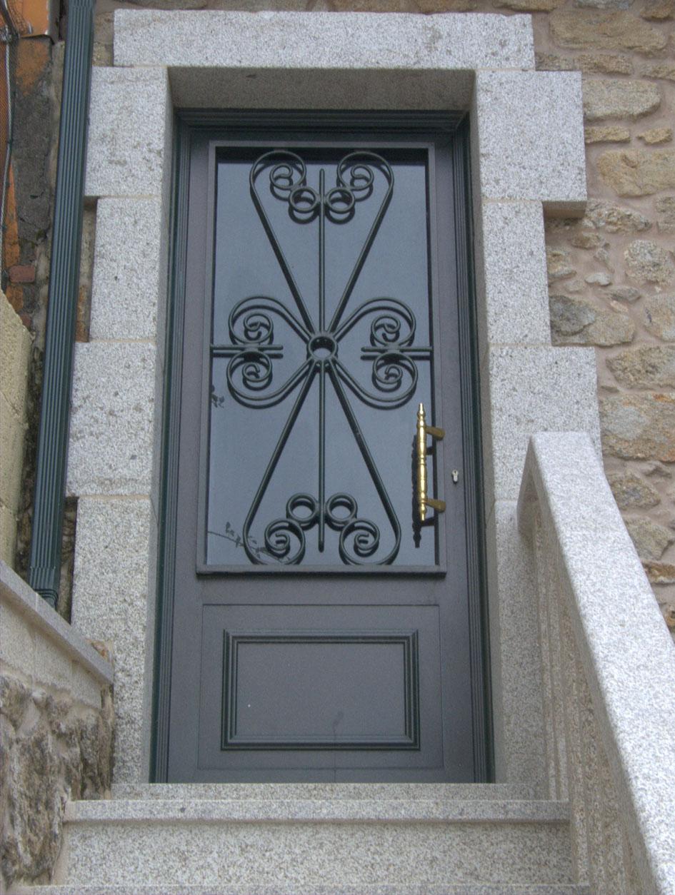 Aluminios iglesias for Imagenes de puertas de hierro